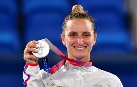 Česká tenistka Markéta Vondroušová se stříbrnou medailí na olympiádě v Tokiu