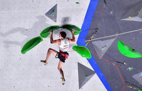 Adam Ondra při olympijské premiéře sportovního lezení