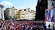 Čeští fanoušci sledují zápas o bronz s USA na Staroměstském náměstí