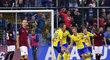 Fotbalisté Zlína se radují z gólu Jakuba Jugase v zápase proti Spartě
