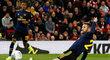 Shkodran Mustafi vstřelil nešťastný vlastní gól