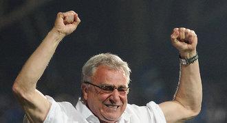 VIDEO: Šťastný trenér Uličný předzpívával vlajkonošům z kotle
