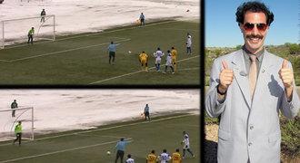 VIDEO: Boratova liga podruhé. Po vodních radovánkách ničila fotbal vichřice