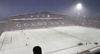 Fotbalisté USA hráli s Kostarikou v šílené sněhové vánici