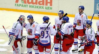 Čeští hokejisté na nájezdy zdolali Švédsko a k turnajovému triumfu jim stačí bod