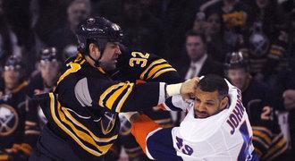 David skolil Goliáše. NHL viděla jedno z nejlepších K.O. sezony