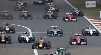 Hamilton hladce ovládl závod v Číně, druhý dojel kolega Rosberg