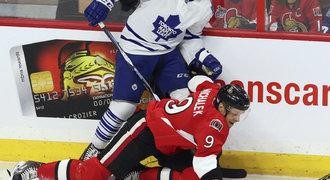 Michálek se v Ottawě trápí, musel i na tribunu. Je to na nic, řekl smutně