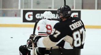 Ani Crosby nestíhal. Hvězdy NHL si zahrály sledge hokej