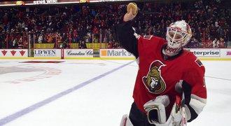 NHL má nový objev. Láme rekordy, ničí puky a chytá hamburgery
