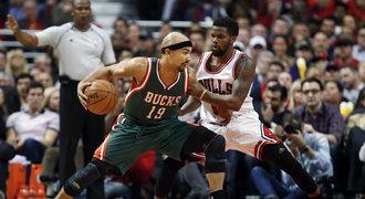 Milwaukee zaskočilo Chicago, konec v NBA odvrátil i Portland