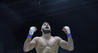 """Japonsko oslňuje bijec z Moravy. """"Denisa"""" chce do UFC rovnou pro pás"""