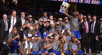 Šampiony po 40 letech! Golden State vyřídili Cleveland a vládnou NBA
