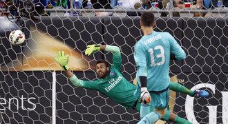 Courtois rozhodl proti PSG penaltou, United porazili i Barcu