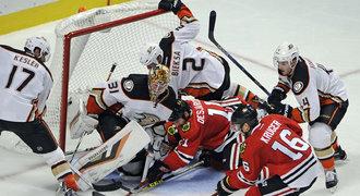 Ducks se plácají v bahně! Favorit soutěže má stejně gólů jako Jágr