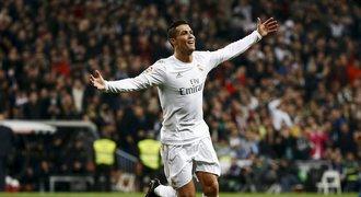 Ronaldo zničil Espaňol třemi góly, Barca porazila Atlético 2:1