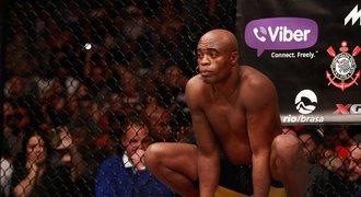 Návrat krále! Někdejší mistr v UFC je po dopingové aféře zpět v kleci