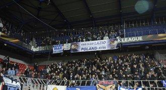 UEFA šetří fanoušky Sparty a Lazia. Kvůli pyrotechnice a rasismu v EL