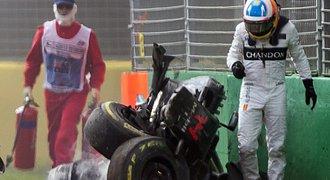 Neskutečné! Alonso zdemoloval vůz, z nehody sám odešel