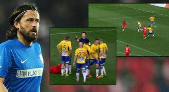 ZLATÁ PÍŠŤALKA: Bizarní Zavadilův pád znamenal penaltu. Správně?