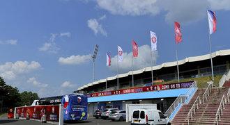 Tours vyhlíží Rosického a spol.! Stadion už zdobí nápisy v češtině