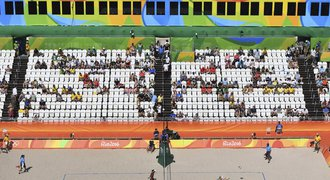 Olympijský trapas! Dlouhé hodinové fronty a na tribunách je prázdno
