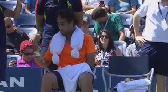 Baghdatis tasil během utkání na US Open mobil. Psal jsem ženě, hájil se