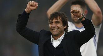 Chelsea rok od konce Mourinha: Slaví rekord, fanoušci vyvolávali Conteho