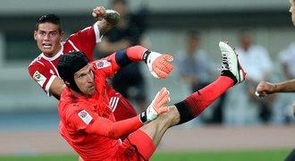 Rivalové se snaží, Čech válí. Wenger ho chválil, nejdou mu penalty