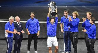 Roger uhranul Prahu! Víkend snů, klaněl se Federer nadšeným divákům
