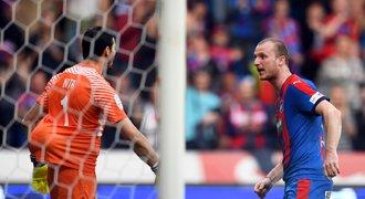 Momenty z Plzeň - Sparta: Kiks, tahanice o míč i dres a Vrbovy emoce