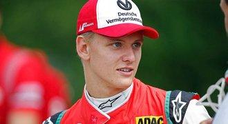 Mladý Schumacher poprvé vyhrál v F3. Na tátově oblíbené trati ve Spa!