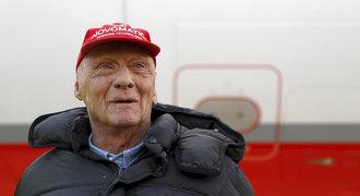 Legenda F1 po transplantaci plic dýchá a mluví. Je to tvrďák, říká o Laudovi bratr