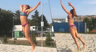 Ráda si hraje na písku. Ledecká ukázala vyrýsované svaly i pevné pozadí!