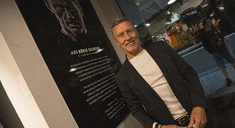 Švédská legenda Börje Salming otevřela v Praze svůj florbalový obchod. Během MS se v něm bude slavit