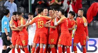 Kdo má tetování, trpí. Fotbalisté Číny doplácí na rozhodnutí svazu