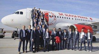 Pozor, letí Slavia! Na fotbalisty čekalo před cestou na EL překvapení