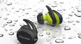 Bezdrátová sportovní sluchátka Pioneer vám přečtou příchozí zprávy v češtině