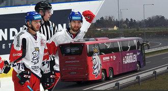 Hokejový nároďák se bude vozit v autobuse za 8 milionů! Co je na palubě?