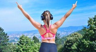 Poslech hudby vás při běhání nakopne, tvrdí studie. Jak a na co si dát pozor?