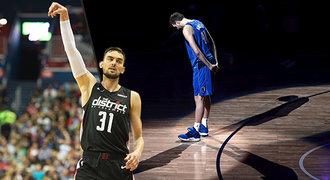 Satoranský uzavřel sezonu senzační čtvrtinou. NBA dojal konec legendy