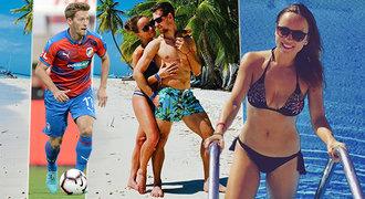 Chystá CZEXIT? Fotbalista Hrošovský plánuje utéct z Plzně se sexy studentkou!