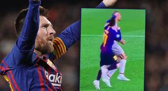 Odhalení! Co dělal Messi před parádou? Ohnal se pěstí a posunul míč