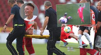 Děsivý pohled! Hvězdičce na EURO U21 zlomili nohu, přijde o bundesligu?