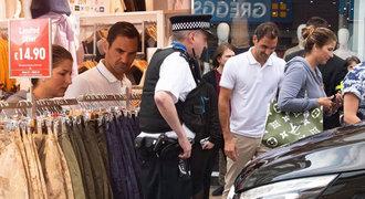 Když nakupuje Federer s Mirkou! Vypuklo šílenství, k zavřenému obchodu přijela policie