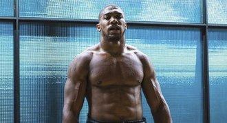 Příběh boxerské hvězdy: Joshua strmě vyletěl vzhůru, teď je na rozcestí