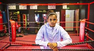 Muslimská boxerka z titulní strany: před rodinou musela tajit, co dělá!