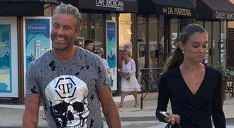 Playboy Nedvěd s modelkou na prázdninách: luxusní romantika v outfitu za 40 tisíc!