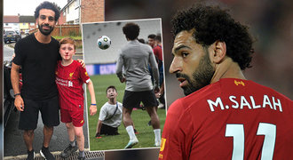 Běžel za Salahem a zlomil si nos! Útočník Liverpoolu dojal kluka svojí reakcí