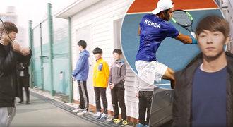 Neslyšící tenista udivuje svět. Jak reaguje a čte soupeřům myšlenky?